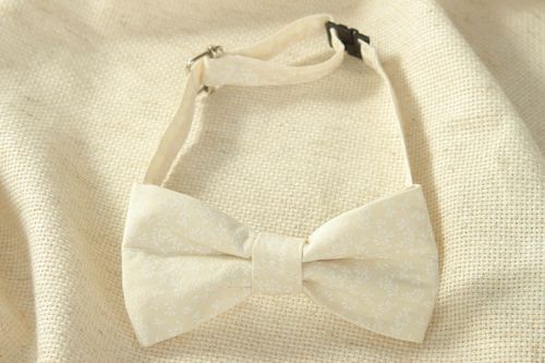 White cotton bow tie with floral pattern - MADEheart.com