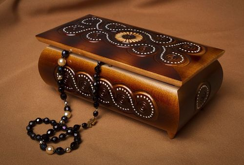 Carved wooden box with encrustation - MADEheart.com
