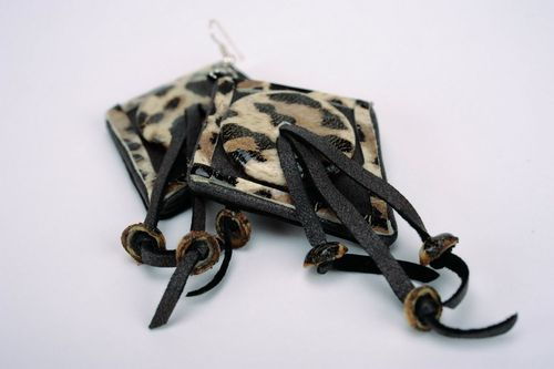 Leather earrings with leopard print - MADEheart.com