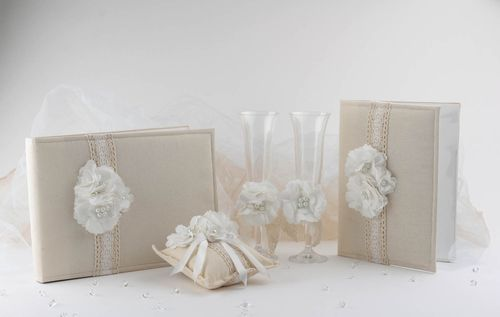 Set of wedding accessories - MADEheart.com