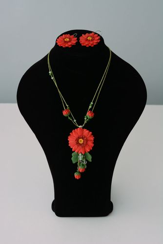 Flower pendant and earrings - MADEheart.com