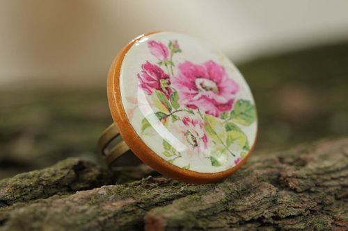 Beautiful handcrafted designer vintage ring made of polymer clay with a flower print - MADEheart.com