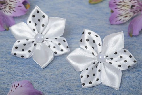 Set of 2 handmade white kanzashi satin ribbon flower hair ties for kids - MADEheart.com