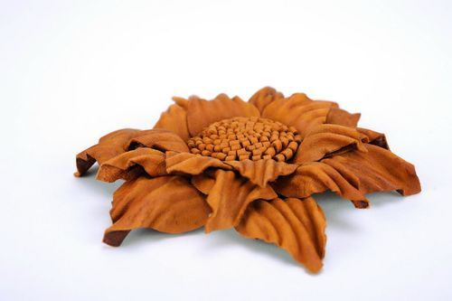 Leather brooch in the form of a flower - MADEheart.com