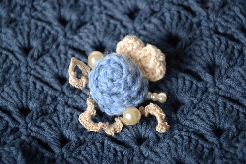 Crocheted stylish brooch handmade flower brooch fashion accessories for women - MADEheart.com