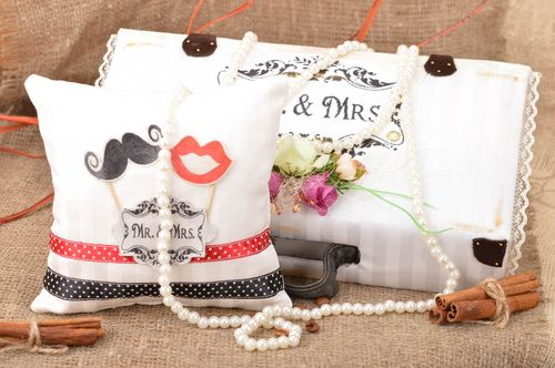 Set of handmade wedding accessories 2 items decorative chest and ring pillow - MADEheart.com