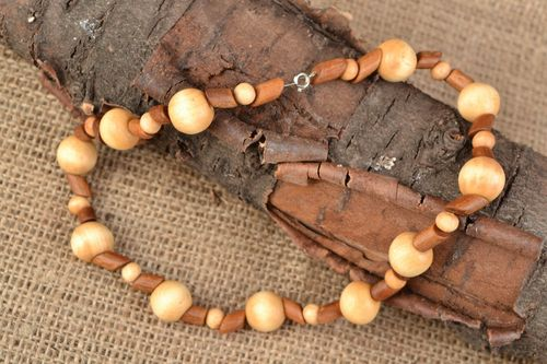 Handmade wooden bead necklace - MADEheart.com
