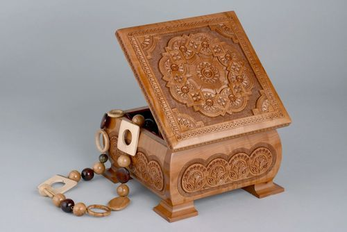 Wooden carved jewelry box - MADEheart.com