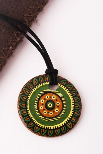 Round clay pendant - MADEheart.com