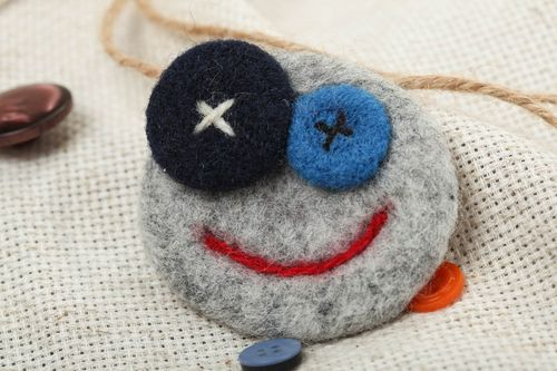 Handmade funny small brooch felted wool of gray color Face for little girl  - MADEheart.com