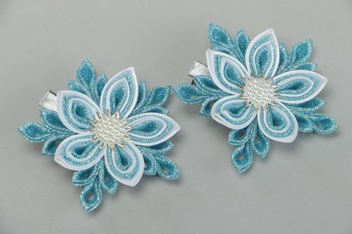 Set of handmade hair clips with satin and brocade kanzashi flowers in blue color - MADEheart.com