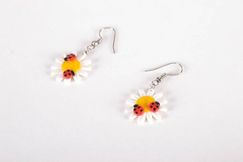 Earrings in the shape of camomiles - MADEheart.com