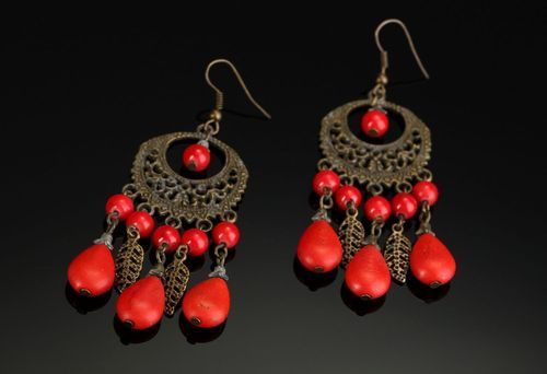 Long bronze earrings with coral - MADEheart.com