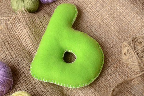 Handmade small green felt educational soft toy P for alphabet learning by kids - MADEheart.com