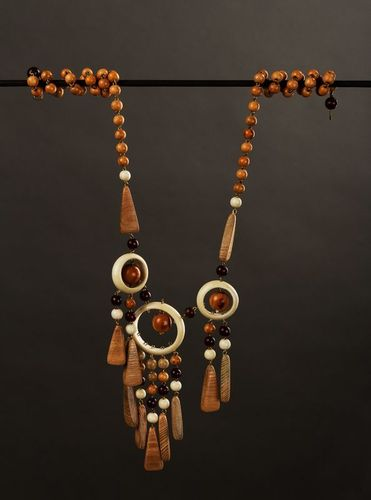 Wooden beaded necklace - MADEheart.com