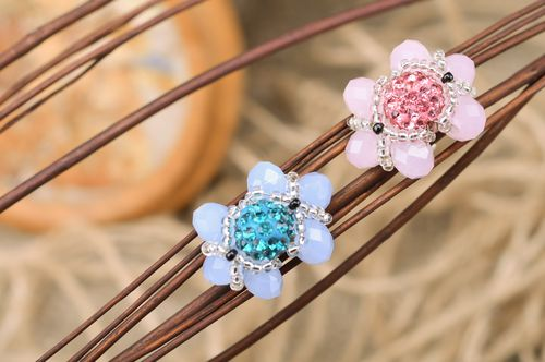 Set of handmade woven bead flower rings 2 items pink and blue - MADEheart.com