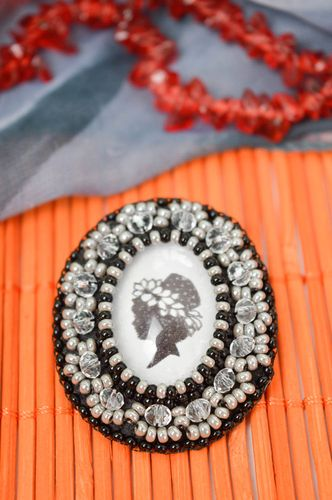 Beautiful handmade beaded brooch vintage brooch jewelry beadwork ideas - MADEheart.com
