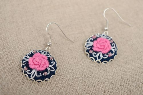 Rococo embroidered round earrings - MADEheart.com