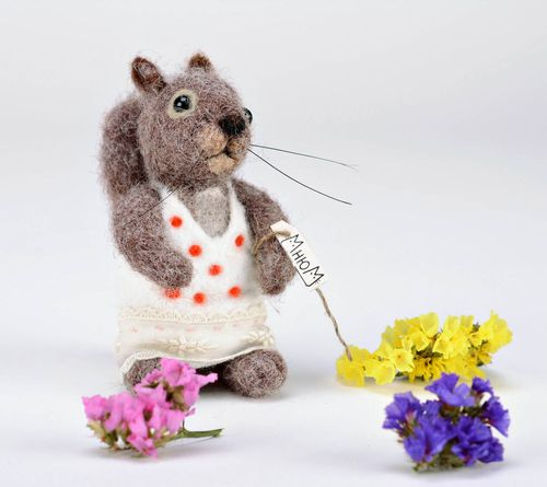 Woolen felted toy Squirrel - MADEheart.com