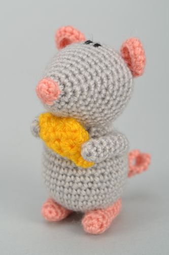 Small crochet woolen toy Mouse with Cheese - MADEheart.com