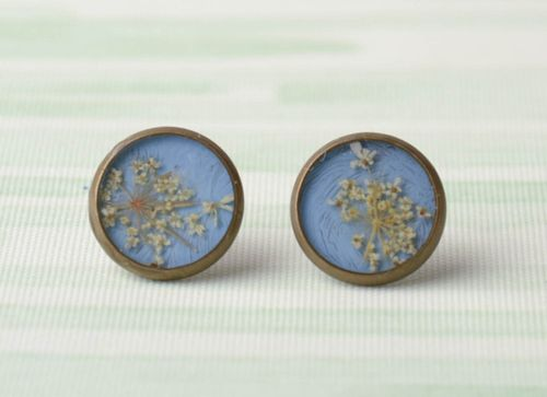 Blue earrings with natural flowers in epoxy resin - MADEheart.com