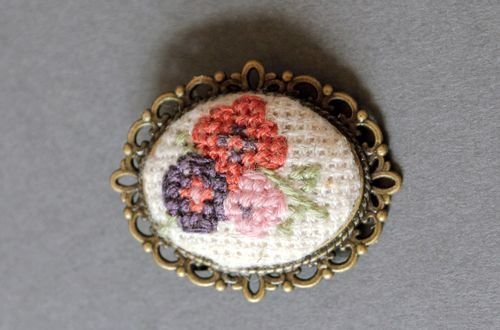 Brooch with embroidery  - MADEheart.com