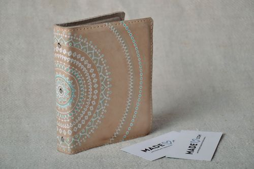 Beige leather business card holder - MADEheart.com