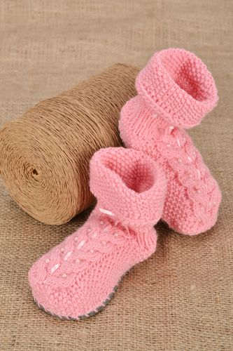 Crochet baby shoes - MADEheart.com