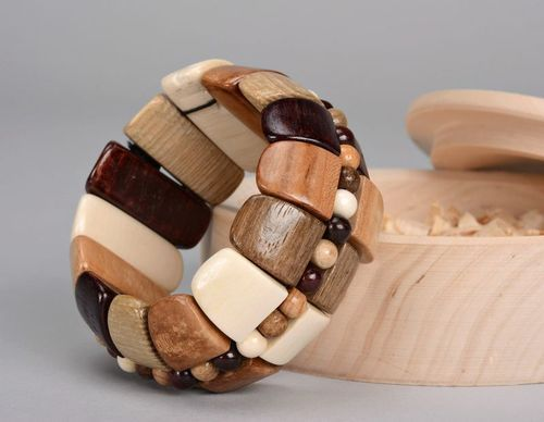 Wooden bracelet on elastic band - MADEheart.com