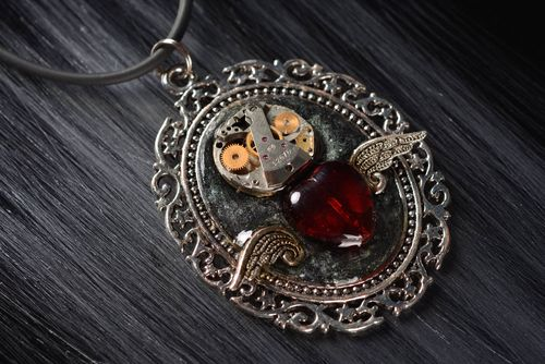 Unusual handmade metal pendant bird fashion trends cool jewelry designs - MADEheart.com