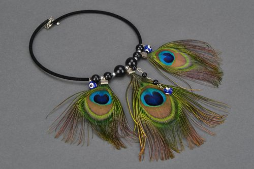 Homemade peacock feather necklace - MADEheart.com