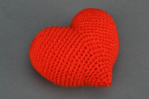 Soft crochet toy in the shape of red heart - MADEheart.com