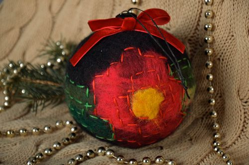 Wool Christmas tree ball - MADEheart.com
