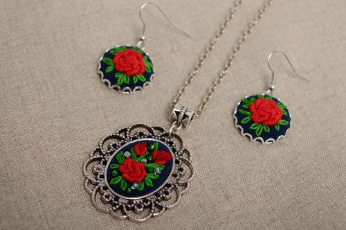 Rococo embroidered earrings and pendant - MADEheart.com
