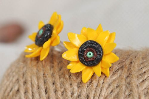 Unusual handmade plastic flower stud earrings designer jewelry gifts for girls - MADEheart.com