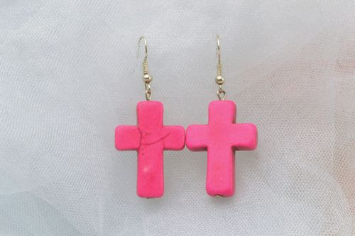 Pink plastic cross-shaped earrings - MADEheart.com