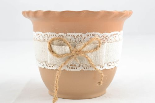 Ceramic flowerpot with lace - MADEheart.com