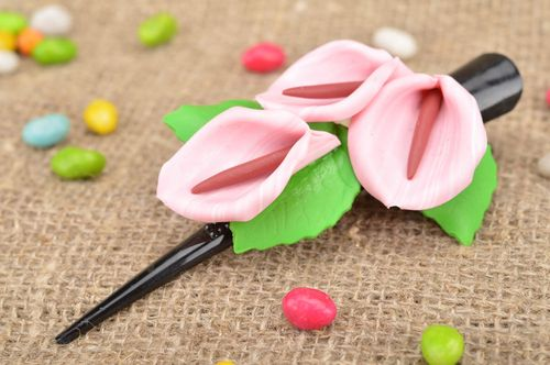 Beautiful homemade polymer clay flower hair clip with pink calla lilies - MADEheart.com
