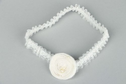 Bridal garter with natural pearls - MADEheart.com