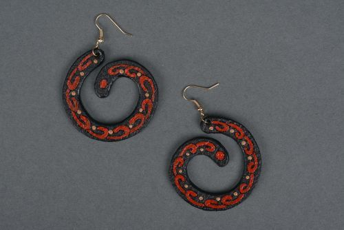 Leather earrings in the shape of spiral - MADEheart.com