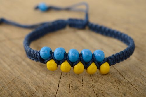 Macrame woven bracelet with wooden beads - MADEheart.com