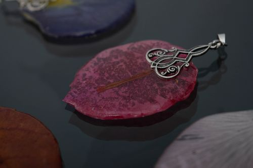 Pendant with natural plant coated with epoxy resin - MADEheart.com