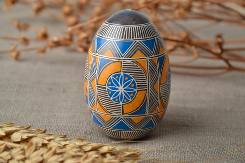 Painted goose egg with geometric ornament - MADEheart.com