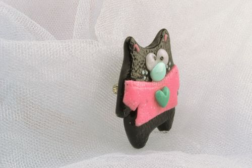 Cat brooch made of polymer clay - MADEheart.com