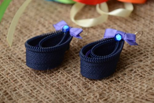 Handmade dark blue drop shaped zipper dangling earrings with small bows - MADEheart.com
