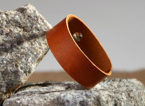 Leather bracelet for the hand - MADEheart.com