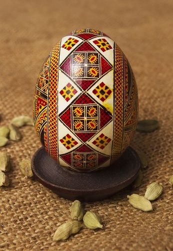 Pysanka with pattern - MADEheart.com