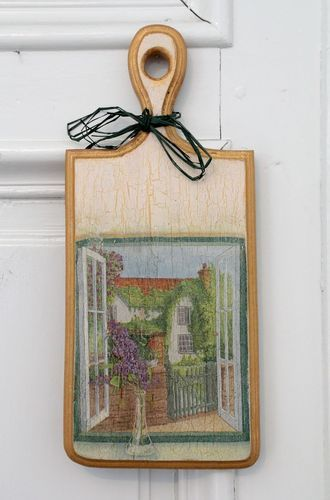 Wooden cutting board with decoupage - MADEheart.com