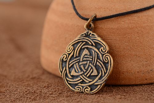 Bronze pendant Celtic Ornament - MADEheart.com