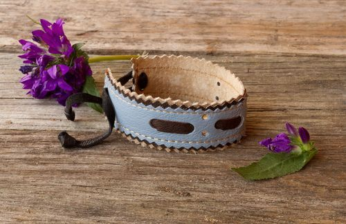 Bracelet made ​​of leather and suede - MADEheart.com